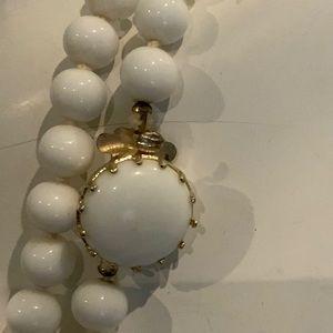 Vintage Jewelry - BEAUTIFUL VINTAGE MILK GLASS NECKLACE